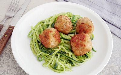 Kipgehaktballetjes met pesto en courgettespaghetti